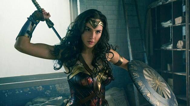 Gal Gadot esittää pääosaa Wonder Woman -elokuvassa.