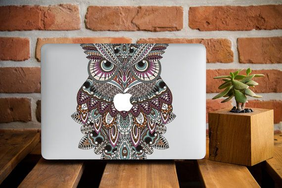 Colorful Owl MacBook Pro Retina 15 Case by CreativeMacBookCases