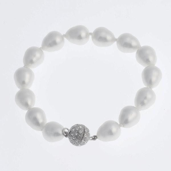 White baroque pearl bracelet with silver CZ ball clasp Measurements: 1.0cm length x1.2cm a the widest point. Presented in Roman & French signature packaging