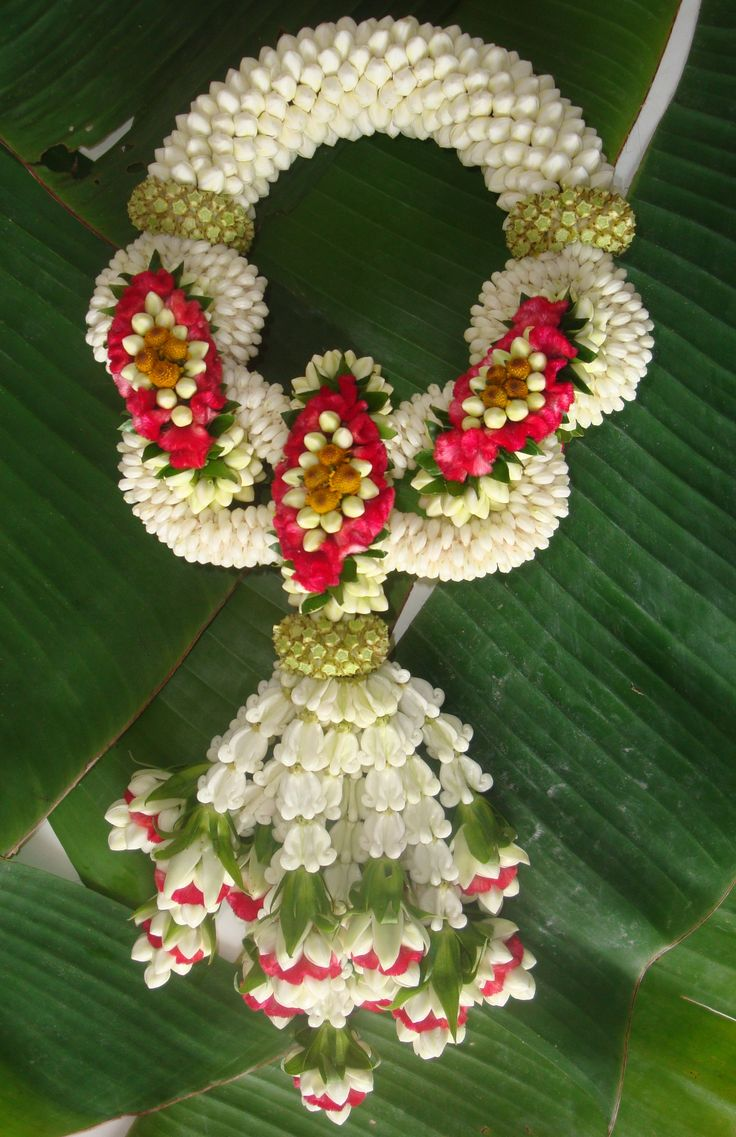 Another example of Thai flower garlands. See description in my 1st pin of this.