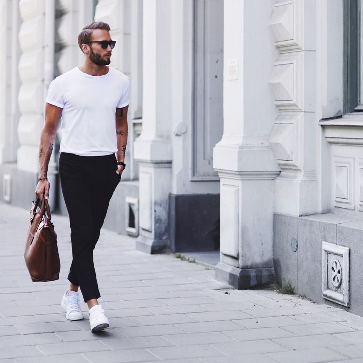 Todays outfit from Stockholm, Sweden One of my favorite classic looks. First time with my new bag from Steele & Borough – My friend Julian Hernandez stands for the design. It works perfect with an black/white outfit. Product List / Adlinks T-shirt - Here Trou
