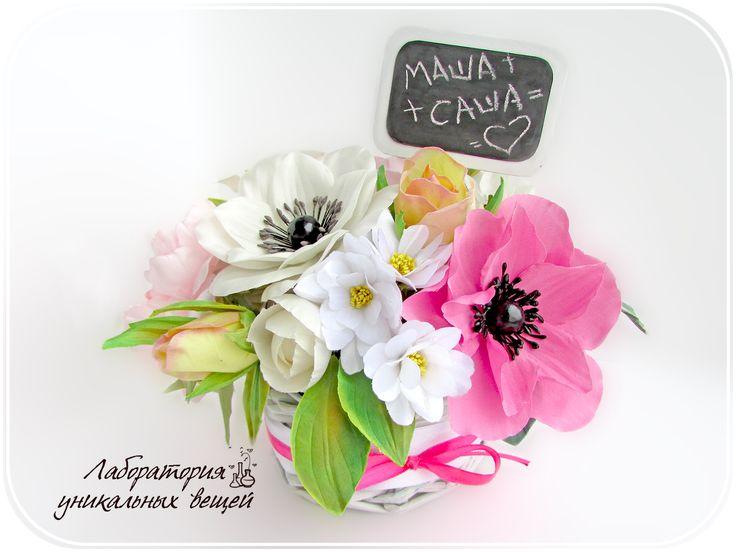 Цветочная композиция станет прекрасным украшением праздничного стола ко Дню Рождения, Юбилею и 8 марта! Возможно приобрести или взять на прокат. #подарок #цветы #любовь #8марта #ДеньРождения #Лабораторияуникальныхвещей