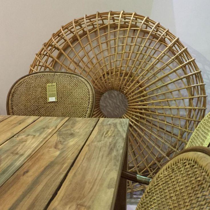 Willow House poleca: stół teakowy - #stern , krzesła rattanowe - #sikadesign , Nest mebel z rattanu - #caneline