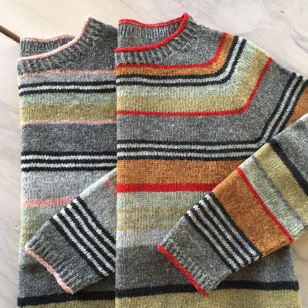 Strikkeopskrift Gavstrik til dame - stribet bluse i 3 farvekombinationer. Frisk bluse i A-facon strikket i Supersoft uld på pind nr. 3. Se mere på: www.hannelarsenstrik.dk