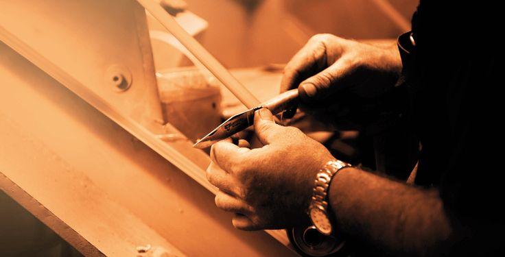 En Laguiole En Aubrac el 'Artisan' o artesano de la región, asigna gran valor a la preservación de sus tradiciones y es transferido en esfuerzo y dedicacion creando los hermosos cuchillos de la zona. Conózcalos en http://laguiole.es/laguiole/laguiole-en-aubrac.html