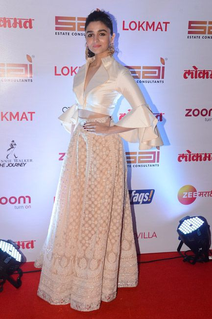 92fbe227b5cd15 Alia Bhatt shows you how to work a crop top with a designer lehenga ...