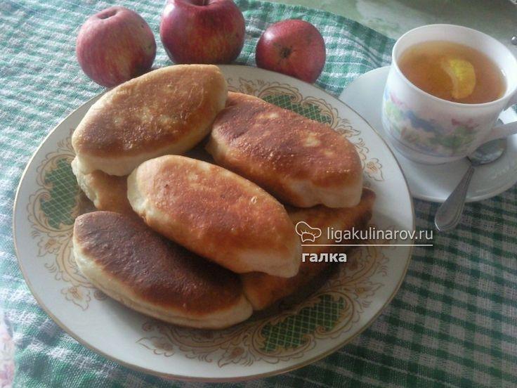 Жареные пирожки с зеленью и яйцом, попробуйте и вы!  http://ligakulinarov.ru/recepty/pirojki/yayca/jarenye-pirojki-s-zelenyu-i-yaycom-103585
