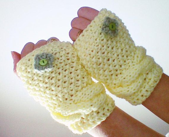 Hey, I found this really awesome Etsy listing at https://www.etsy.com/listing/178039852/light-yellow-cable-knit-gloves