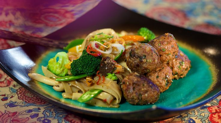 Enjoy this quick and easy Thai meatball recipe by Reza Mahammad from Reza Spice Prince of Thailand.