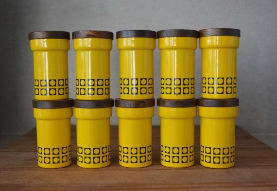 Vintage mid century yellow spice tin containers mid mod for Retro kitchen set of 6 spice tins