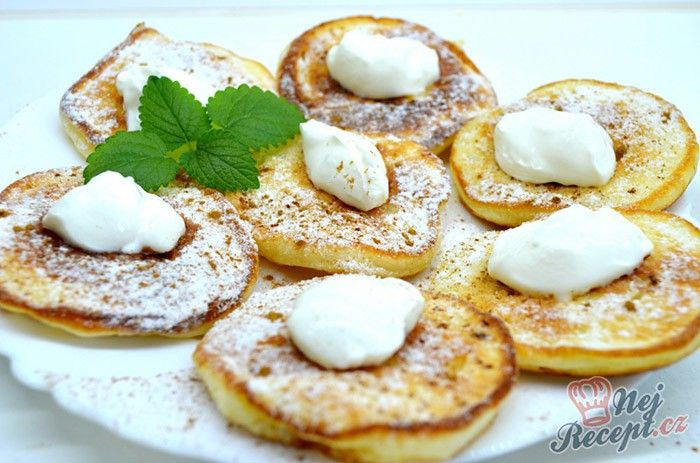 Nadýchané jogurtové lívanečky. Zdravá snídaně, které si oblíbíte. U nás doma toto jídlo vyhrává. Autor: Lacusin