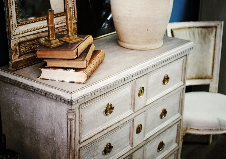 Gustavian chest of drawers from Roos&Co. #swedish style #reproduction