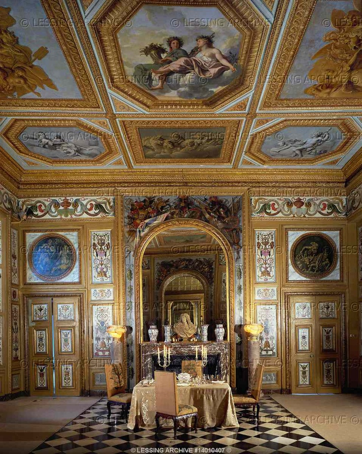 Baroque interiors all 17th century le brun charles vaux le for Salle a manger baroque rouge