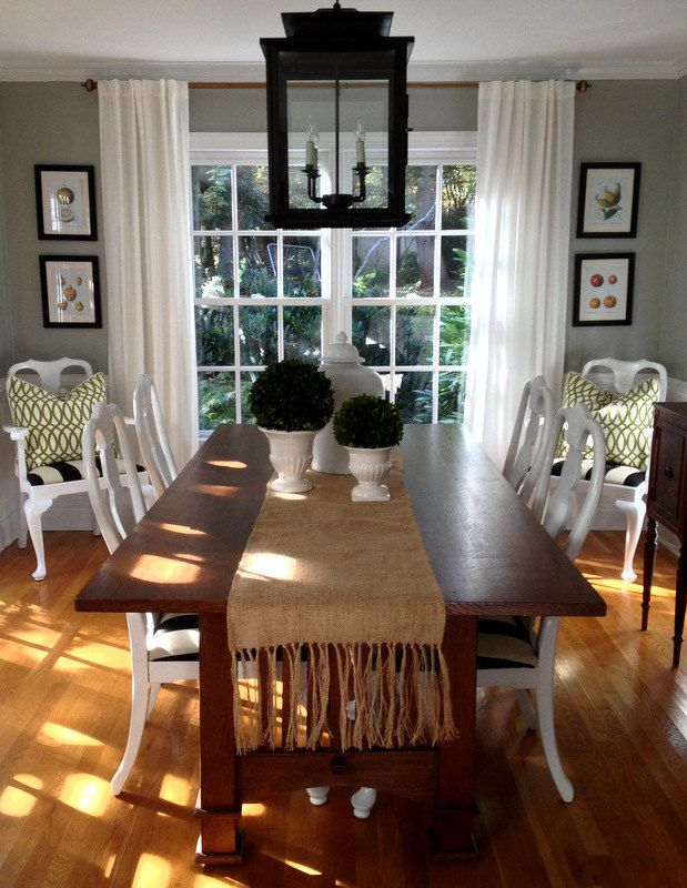 love the light in this dining room burlap table runner with fringe