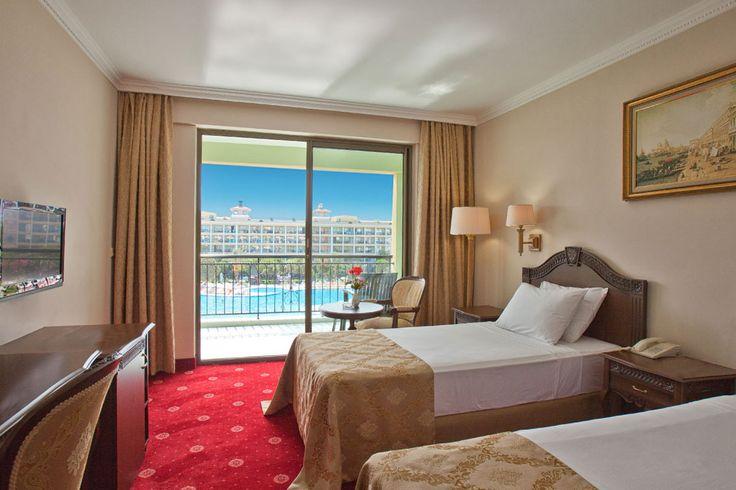 Comfort is hidden in the details ..  #Discover our rooms! 👍  💕 https://goo.gl/NJdJuK Konfor detaylarda gizlidir..  Odalarımızı keşfedin! 😊 https://goo.gl/CPLh4w #feelthepalace #perfectview #swimmingpool #poolview www.veneziapalace.com
