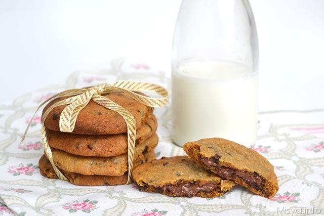 I nutella cookies sono entrati di diritto nella top 10 dei biscotti più golosi che ho fatto negli ultimi tempi. Si tratta di un impasto per cookies