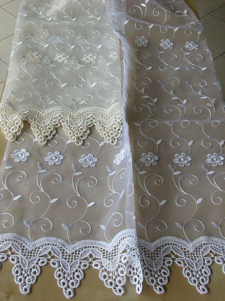 Virág mintás hímzett organza függöny, alul csipkés díszítéssel. Színek: fehér és ekrü. (Hímzés magassága 259 cm–ig tart)