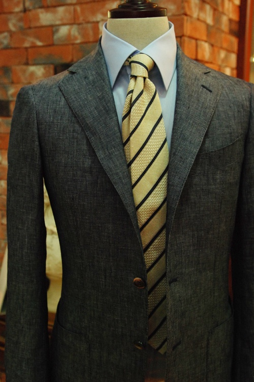 Love the texture of the suit.Suits Swag, Suits Life, Tailored Jackets, Texture, Jeans Fabrics, Blue Shirts, Queer Birds, Gray Suits, Gold Ties