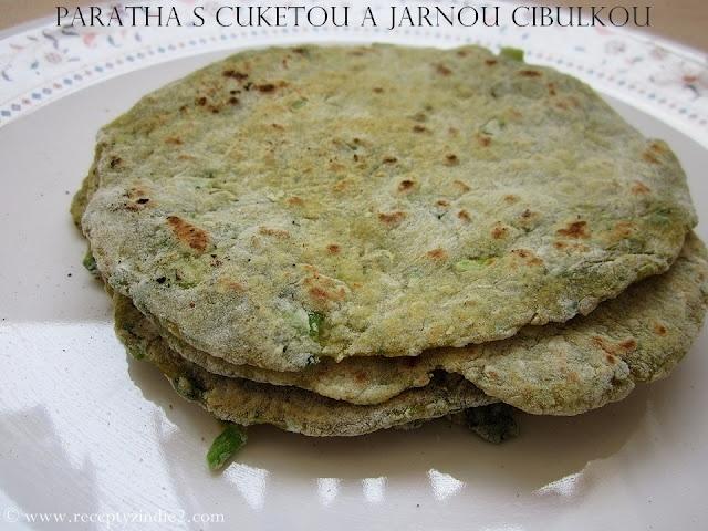Recepty z Indie II.: Paratha s cuketou a jarnou cibulkou