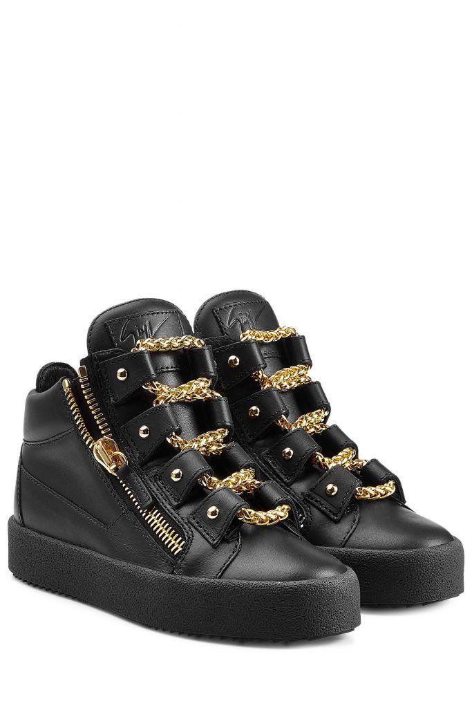 #Giuseppe #Zanotti #Sneakers aus #Leder #> #Schwarz für #Damen - Vom coolen Streetstyle > Look zum Designer > Highlight: Die Leder > Sneakers von Giuseppe Zanotti ziehen mit ihren goldfarbenen Ketten > Schnürsenkeln garantiert alle Blicke auf sich > Schwarzes Leder, Schnürung mit goldfarbenen Ketten, seitlicher Zipper, runde Zehenkappe > Textil > Innensohle, durchgängige Gummi > Laufsohle > Tragen wir zu Minirock und gesteppter Jacke