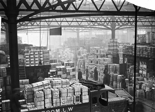 Spitalfields Market, c.1930 The Gentle Author Blog