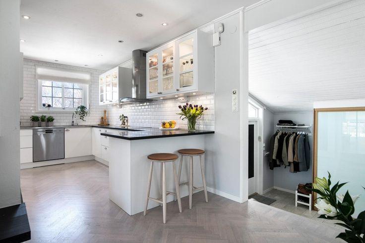 Kök i vinkel med påkostad fin bänkskiva i granit | Ballingslöv