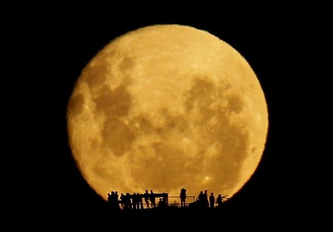 Unbelievable moonrise over Wellington, New Zealand