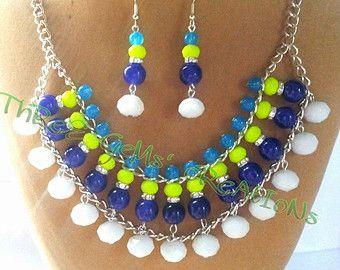 collar y pendientes en diferentes colores