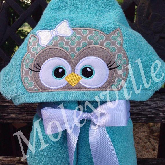 Serviette bébé à capuche personnalisé, Option de personnalisation, Adorable chouette en gris et Turquoise, serviette personnalisée chouette, bébé cadeau de Shower