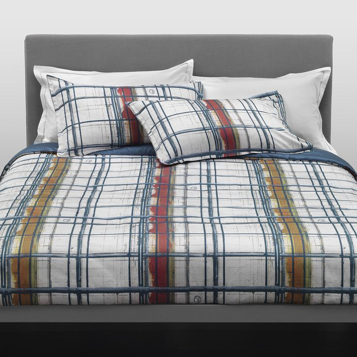 Invigorate your home with this Paint Duvet Set from Trussardi. Made from 100% cotton with a high quality 300 thread count, it includes a duvet cover, flat sheet and two pillowcases. Adorned in a uniqu