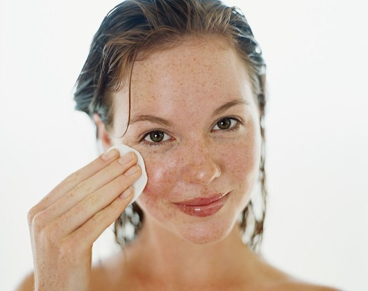 10 Best Ways To Remove Makeup Without Toxic Chemicals
