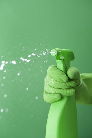 Spray: detersivi fai da te con aceto