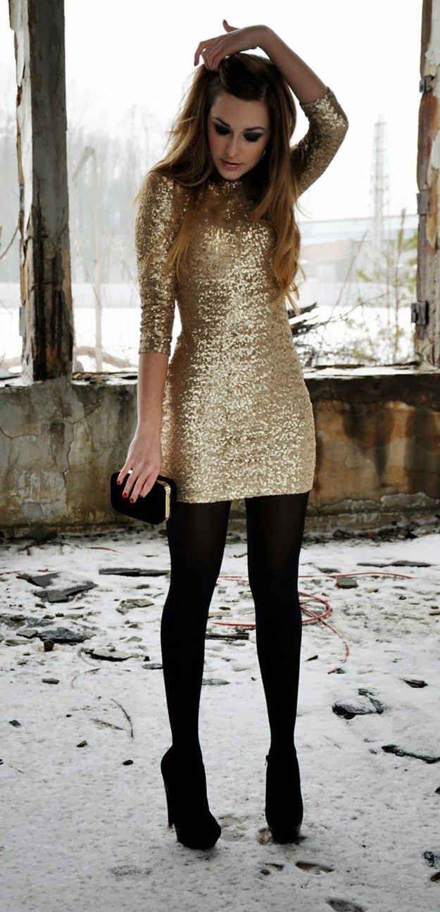 Vístete de gala y acompaña un vestido de lentejuelas con mallas gruesas.