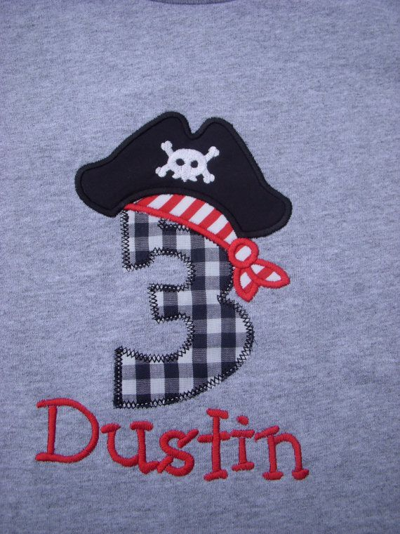 Priorità posta personalizzato personalizzato ragazzi pirata 1 ° 2 ° 3 ° 4 ° 5 ° 6a settima ottava nono compleanno manica corta T Shirt on Etsy, 18,84€
