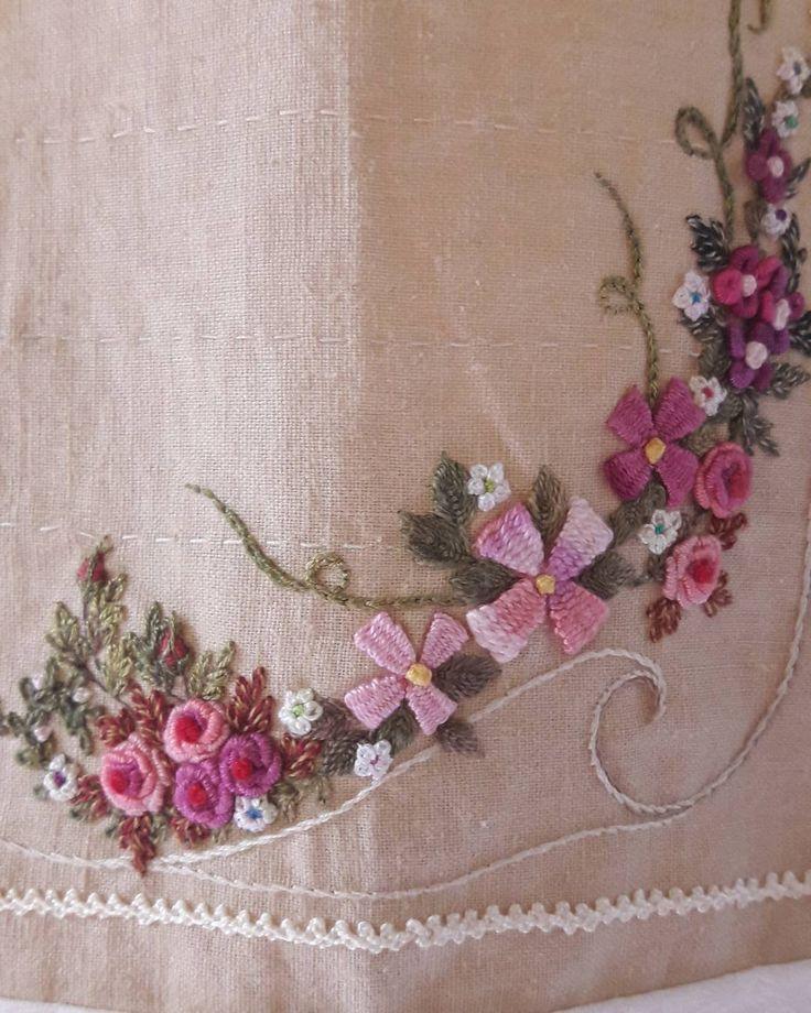 "124 Likes, 3 Comments - 연두공방 (@yeundu_embroidery) on Instagram: ""#비천을담다 #동해게스트하우스 #동해여행 #강원도여행 #조용한 #산골 #게스트하우스 #여행 #연두공방 #입체자수  #embroider #embroidery #handmade…"""