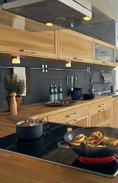 schöne ikea küche – Eiche mit anthrazit Fliesen