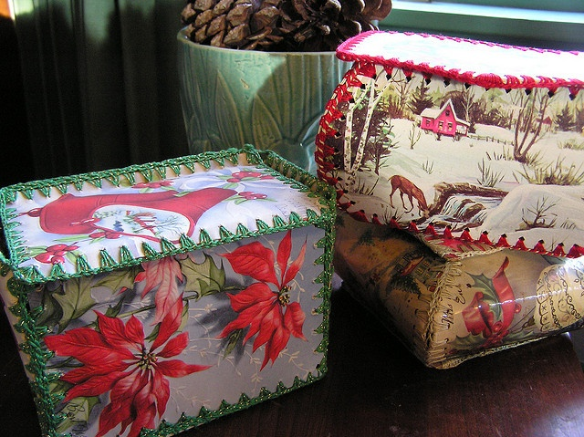 Great idea for old Christmas/Greeting Cards - Vintage Card Boxes