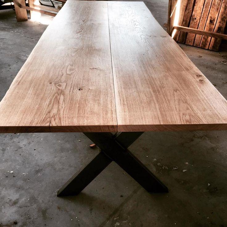 Manipine.com | RAW Wood – Oak Table