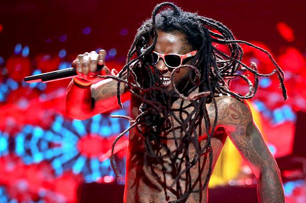 Lil Wayne Suffers Seizure, Heads Back To Hospital: Report