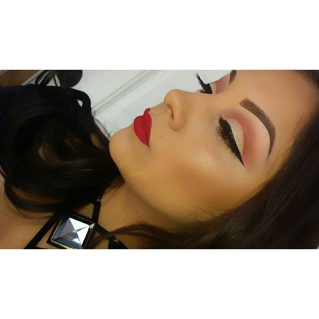 @makeupby_krystal #makeup #cutcrease #redlips #eyeliner #ShareIG