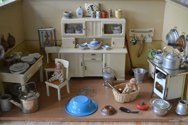 1000 images about dollhouse rooms on pinterest mansion for Mobel aus den 40er jahren