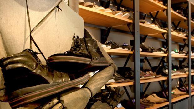 La empresa, fundada en 1989, tiene su centro en Elche (Alicante) y desde aquí se distribuyen más de 71 millones de pares de zapatos al año