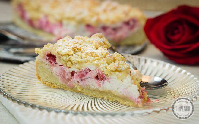 ZOBACZ przepis na łatwe ciasto z nadzieniem z twarogu z truskawkami o waniliowym aromacie. Łatwe ciasto z truskawkami z krok po kroku z wideo.