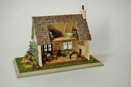 """Nell Corkin's 144"""" scale Victorian Cottage interior"""