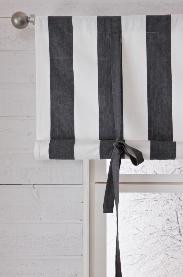 bredrandig hissgardin i grått och vitt http://ambinesshome.se
