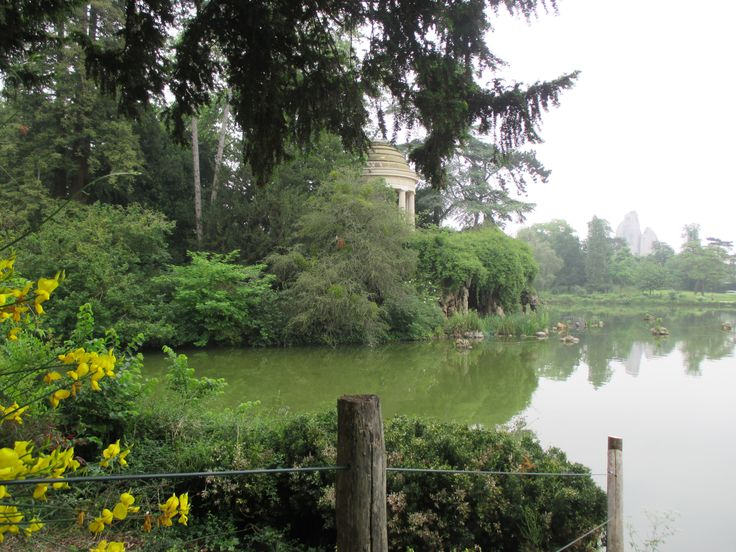 Lac Daumesnil * The temple