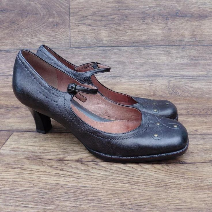 SIZE UK 5.5 CLARKS WOMENS METALLIC BROWN LEATHER COURT SHOES STITCH STUD DETAILS
