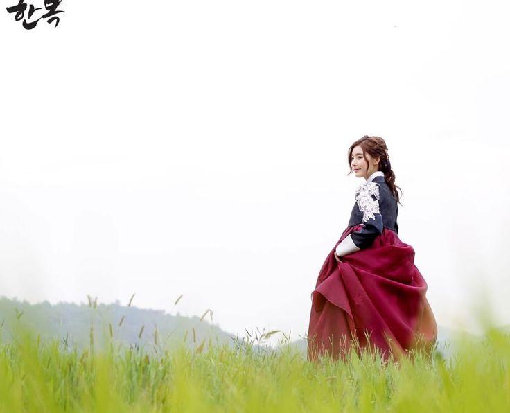 Korean traditional clothes.[한복] #한복대여 #예쁜한복 #전통한복 #전통의상 #배경화면 #예쁜배경 #자연 #우리옷 #신부한복 #wedding #lady #trip #smap #hanbok #picture #marriage #pattern
