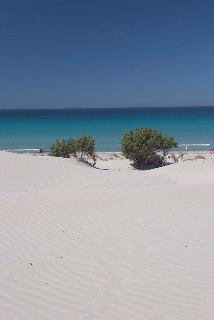 Spiaggia di Porto Pino. Sabbia bianca e mare blù.(Sulcis-Iglesiente).Sardinia/Cerdeña