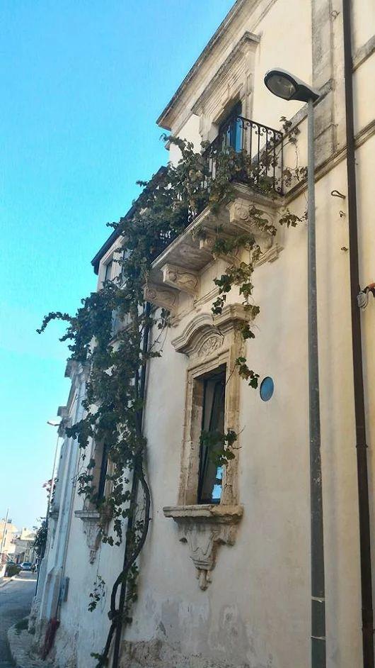 E intanto noi continuiamo a girare per il quartiere di S. Antonio. Non ci annoiamo mai a visitare questa parte di Ispica. #IspicaOspitalitaDiffusa